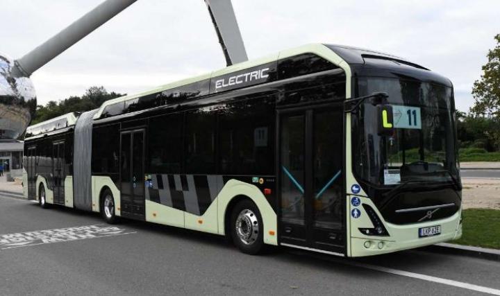 Volvo представила новый гибридный и электрический автобусы