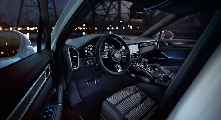 Porsche представила плагин-гибриды Cayenne (фото)