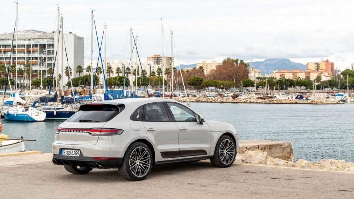 Porsche рассекретил свой новый электрокар (фото)