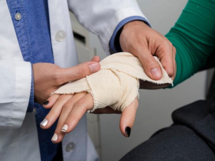 Медики создают умную повязку для диагностики и лечения болезней