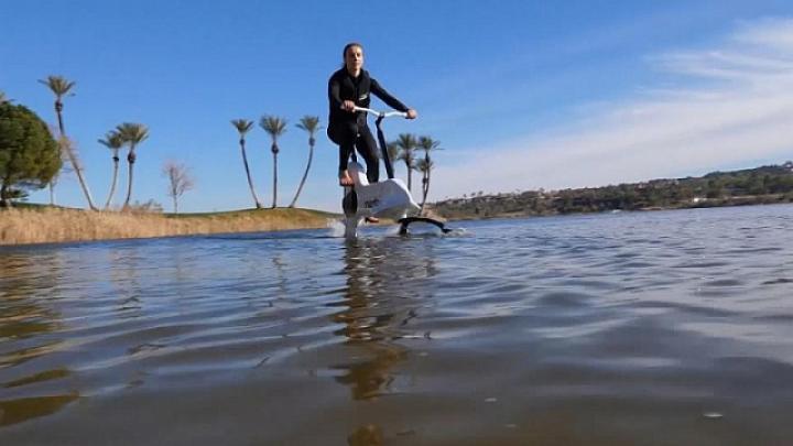 В Лас-Вегасе представили электровелосипед для езды по воде (фото, видео)