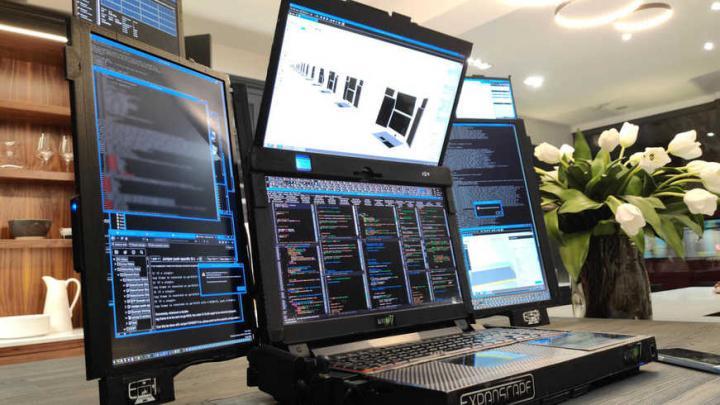Британская компания представила ноутбук с семью экранами (фото)