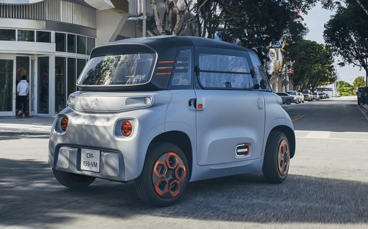 Citroen представил городской электрокар по цене скутера