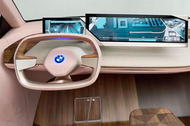 BMW придумала руль, меняющий форму во время движения (фото)