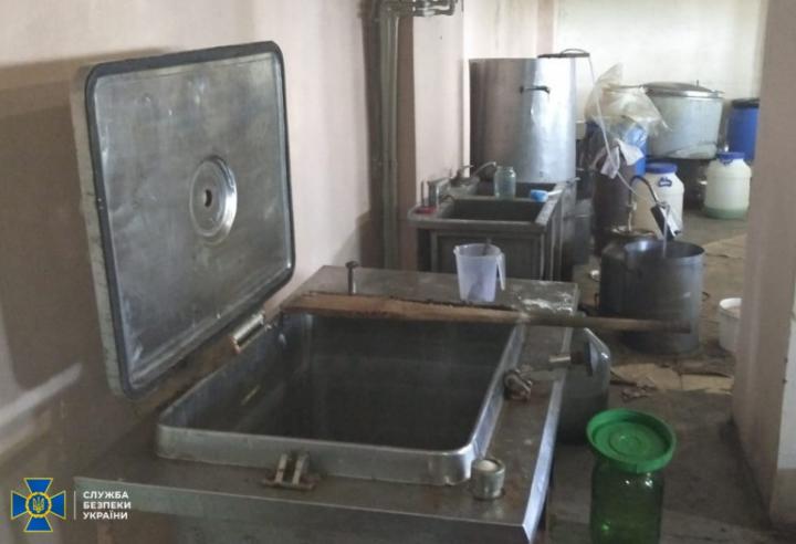 В Днепре разоблачили подпольное производство антисептиков на более 1 млн гривен (фото)