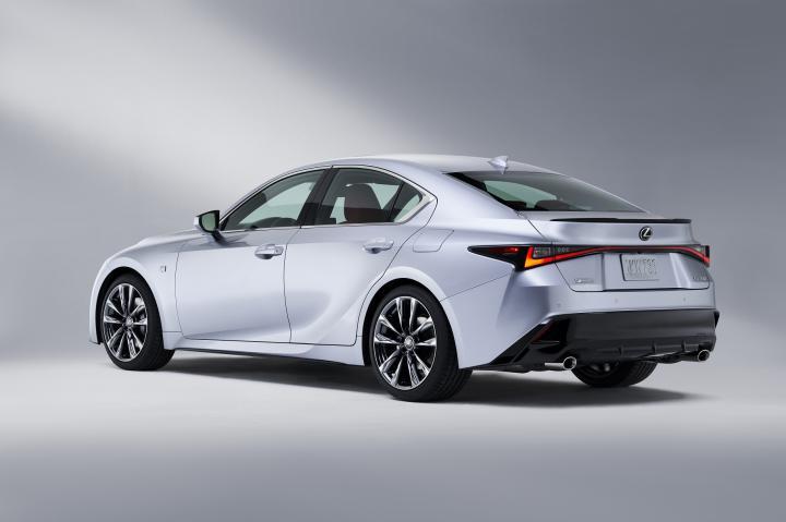 Представлен Lexus IS нового поколения (фото, видео)