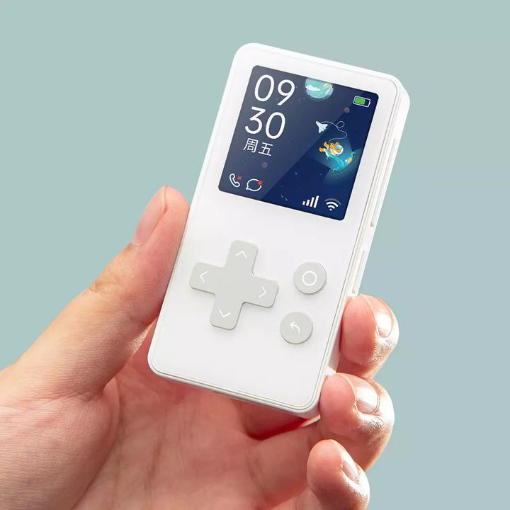 Xiaomi представила бюджетный телефон в форме игровой консоли (фото)