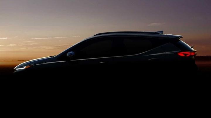 Chevrolet показал тизер нового электрического кроссовера Bolt