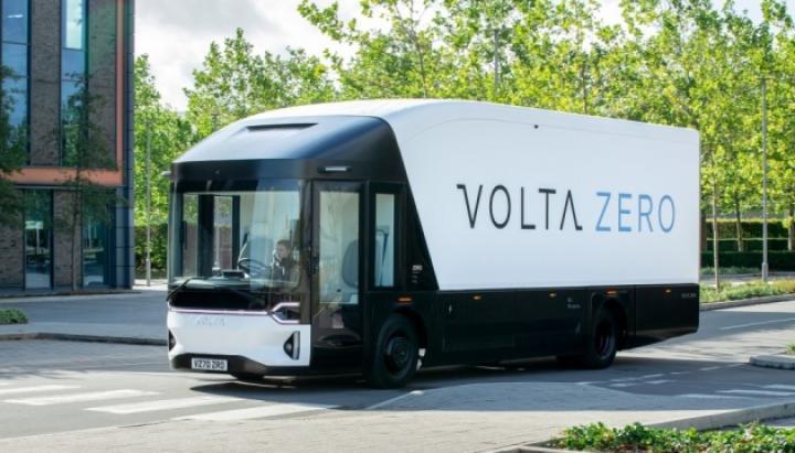 В Швеции представили электрогрузовик с запасом хода до 200 км (фото, видео)