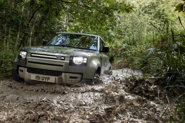 Land Rover представил внедорожник-гибрид с двигателем на 296 «лошадок» (фото)