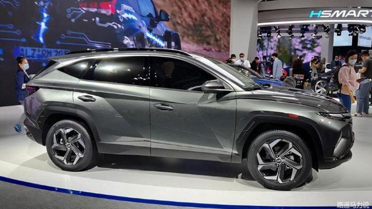 Hyundai представила удлиненную версию кроссовера Tucson (фото)