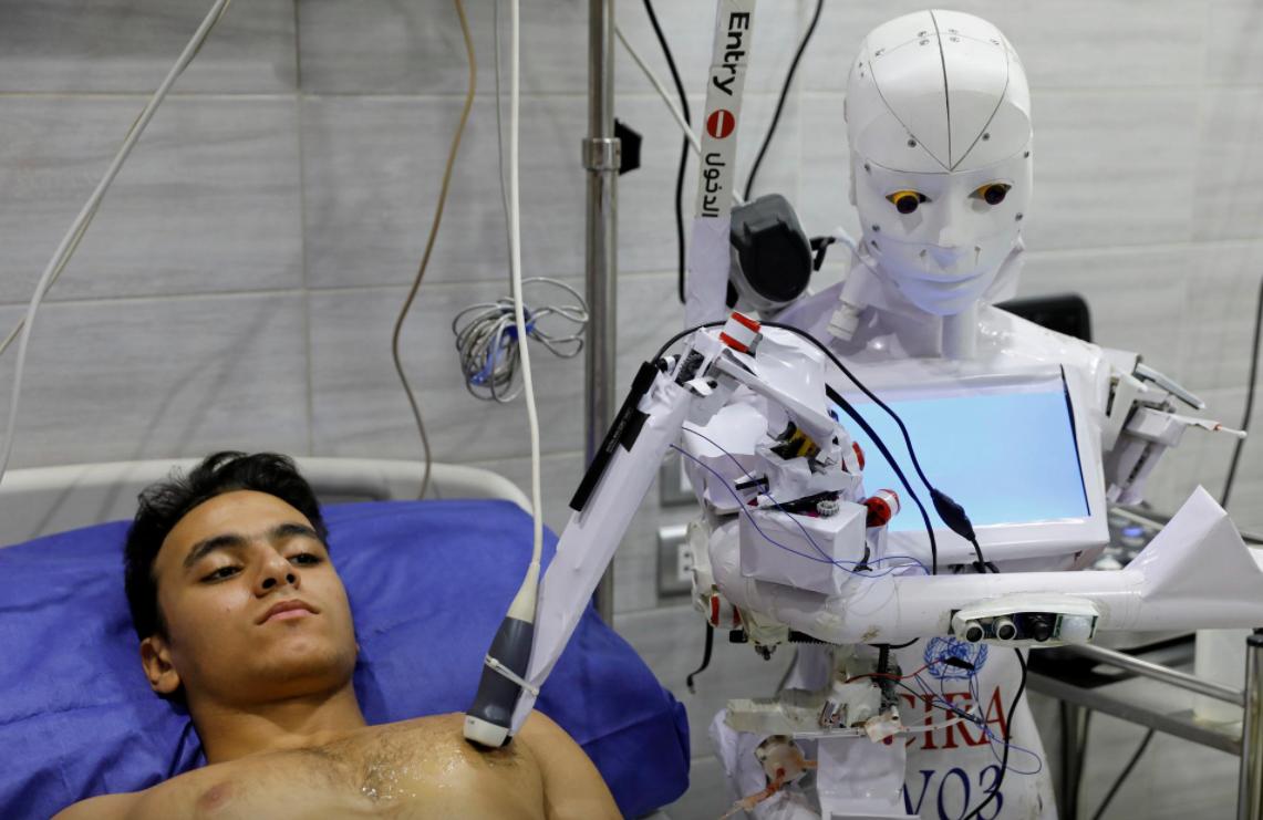 Египетский изобретатель создал робота, который может тестировать на COVID-19 (фото)