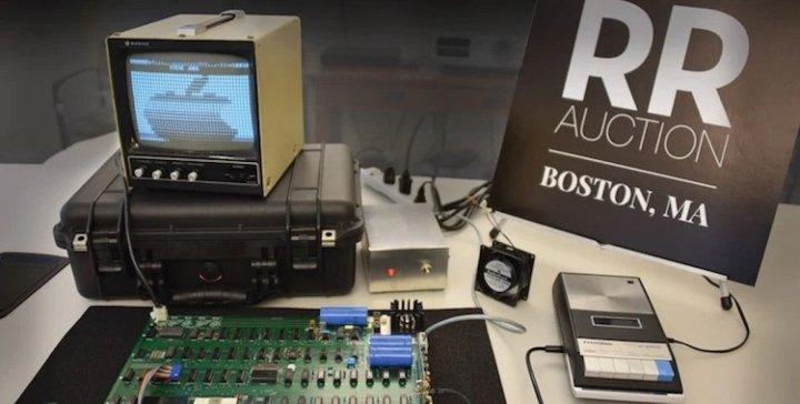 Раритетный компьютер Apple I и схемы к нему продали на аукционе за  ,3 млн (фото)
