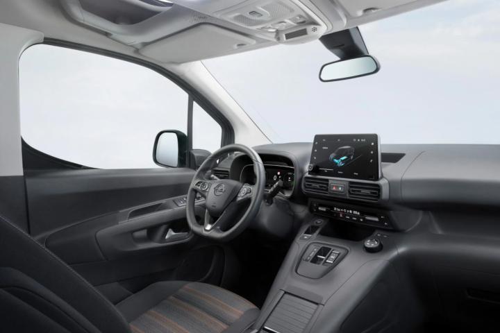 Opel представил новый электрический минивэн с запасом хода в 280 км