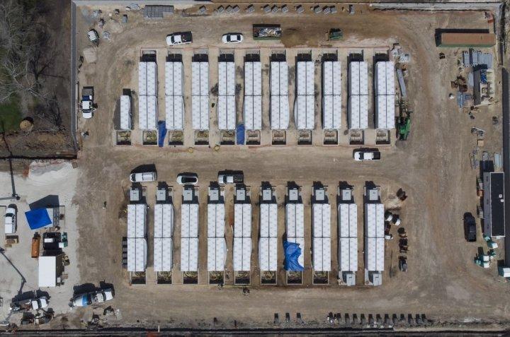 Tesla строит в Техасе мощную систему хранения энергии