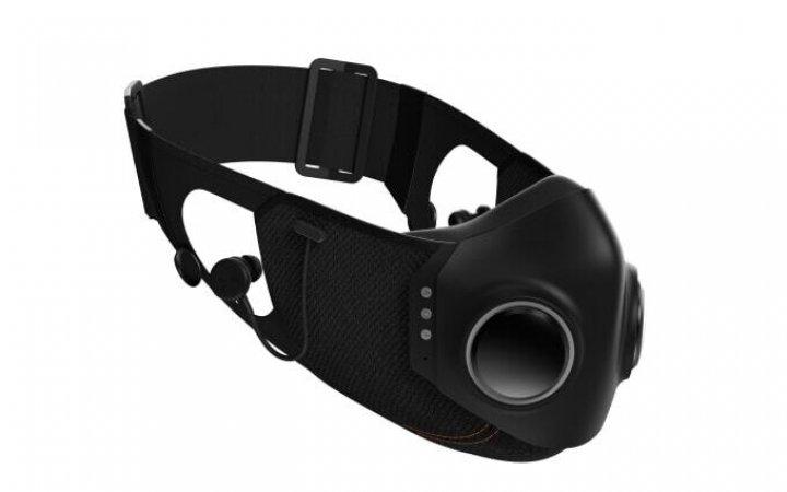 Представлена защитная маска с вентиляторами и встроенными наушниками (фото)