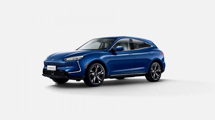 В Шанхае представлен первый автомобиль под брендом Huawei
